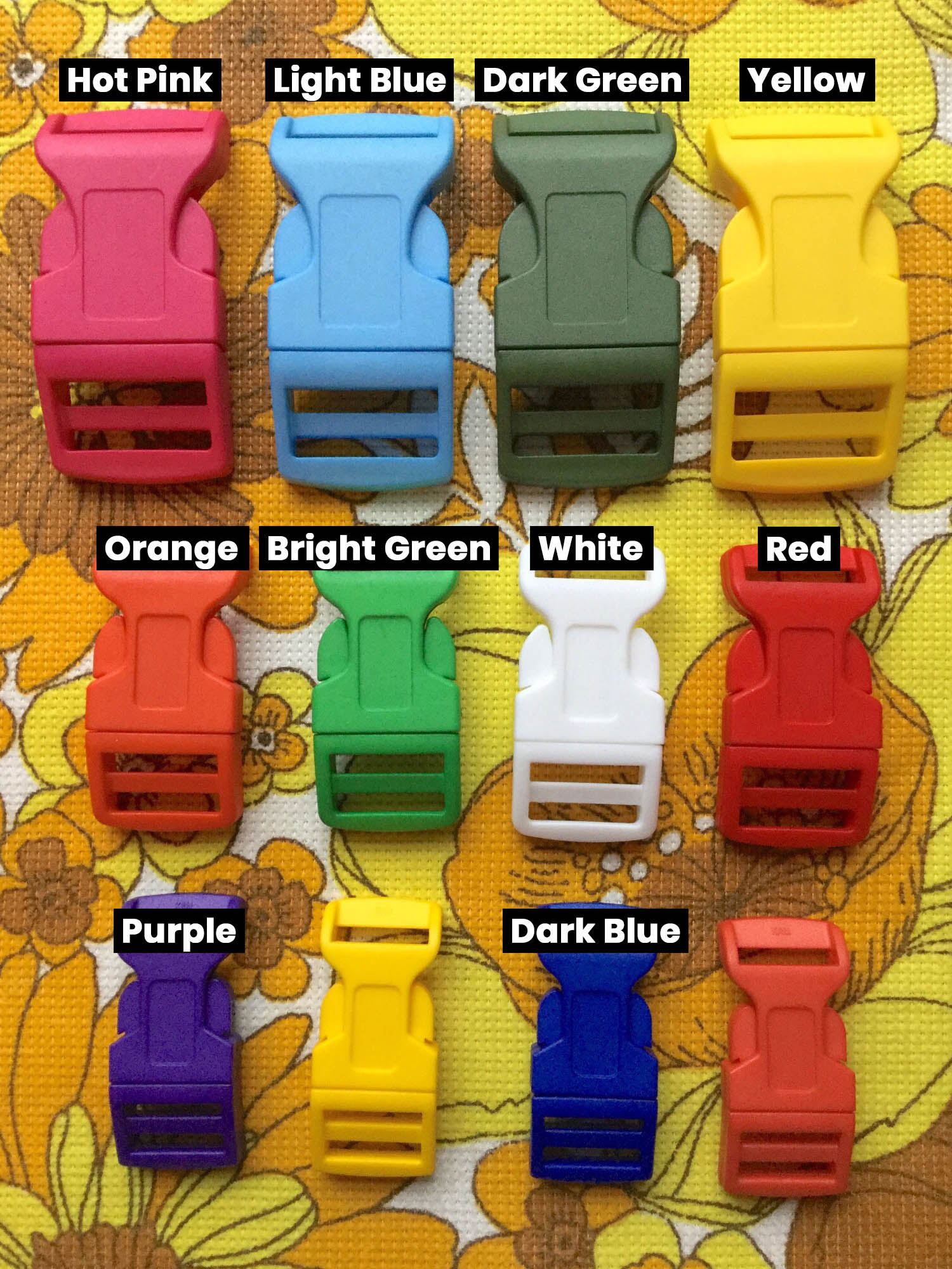 Clasp colours for retro dog collars